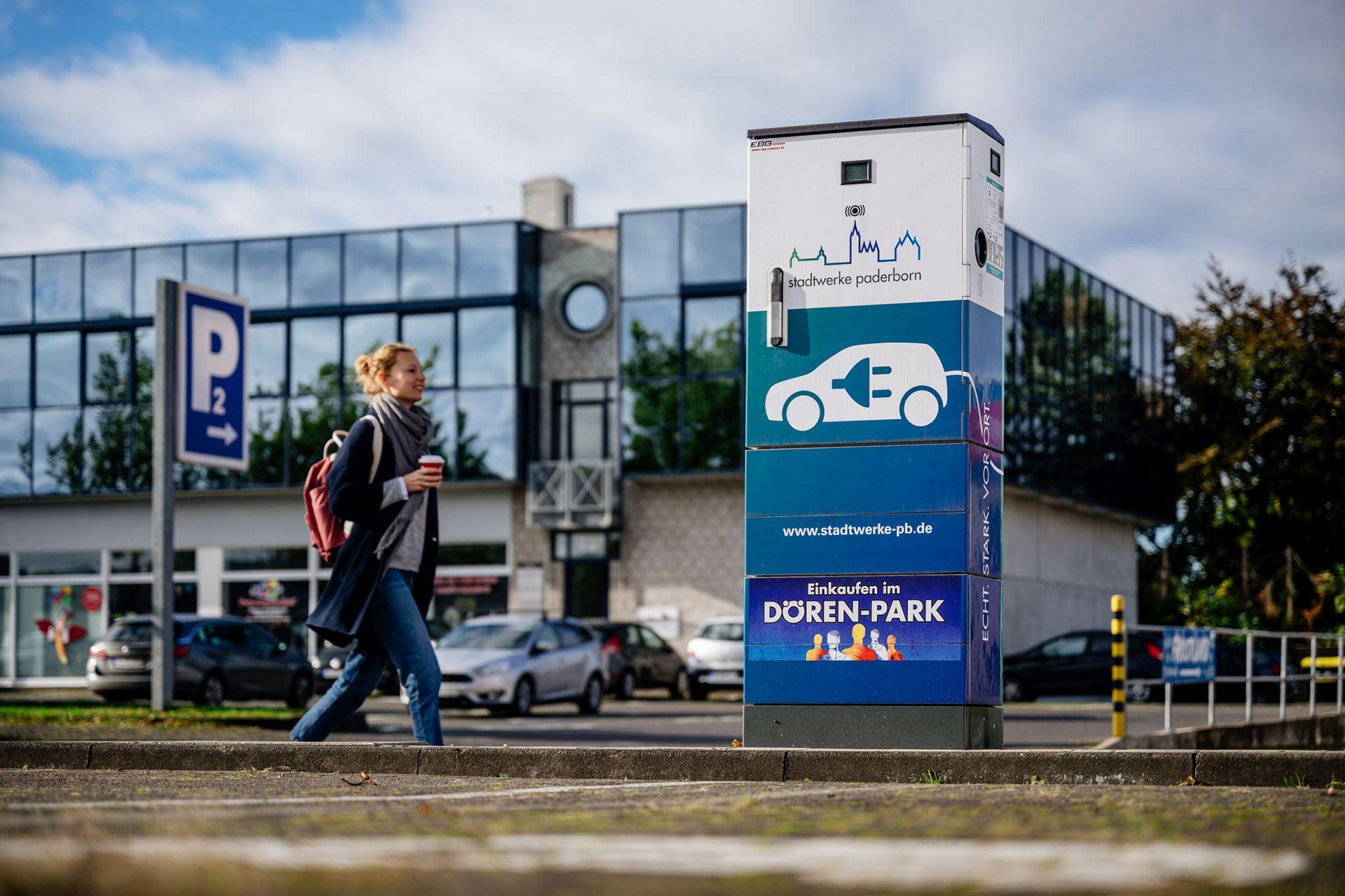 Fotos vom Dören-Park in Paderborn +++ Zeitlich einfache und unbeschraenkte Nutzungsrechte der Fotos fuer die Website des Einkaufszentrums Dören-Park sowie fuer hauseigene Print- und Onlinemedien und fuer die Oeffentlichkeitsarbeit, z.B. Bildmaterial für Pressemitteilungen etc., des Einkaufszentrums Dören-Park. Das Nutzungsrecht beinhaltet das Recht, die Fotos (elektronisch) zu bearbeiten und zum Zwecke der Oeffentlichkeitsarbeit des Einkaufszentrums Dören-Park zu vervielfaeltigen, zu verbreiten und zu veroeffentlichen. Bei Nutzung bitte Quellenangabe Foto: Besim Mazhiqi angeben.